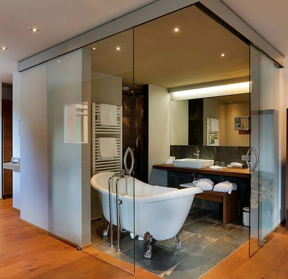 Hansgrohe tub and fixtures